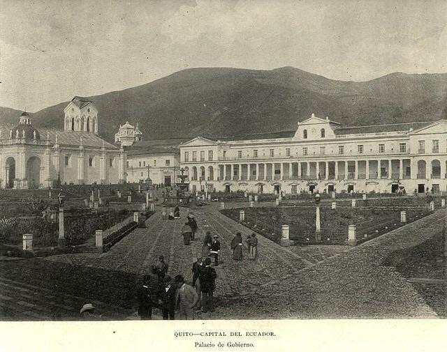 PLaza Grande y Palacio de Carondelete